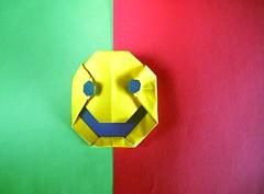 Mr. Smiley - Tony O'Hare (Rui.Roda) Tags: origami papiroflexia papierfalten mr smiley tony ohare portugal campees champions europa europe europeus european 2016 flag bandeira drapeau smile emoji