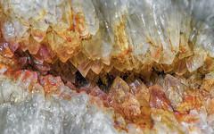 Sonrisa de cristal (GaboUruguay) Tags: cuarzo citrino quartz mineral silice roca gema gemologia quarz twarc krystallos cristal geoda crystal structure rock mineralogy gem gemstone oxide color macro closeup raynox canon sx50 art creative creativity colorful cave cueva microstructure gabouruguay gabrielpaladino