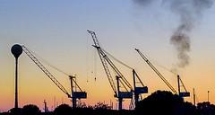 2016-08-28_05-24-03 (matteomaiorano) Tags: gru livorno sunshine landscape iron harbor porto ship navi