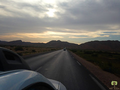 Droit vers les montagnes (Ath Salem) Tags: algérie paysage tourisme découverte طبيعة جبال الجزائر bitam batna route montagne voiture car mountains road desert بيطام باتنة طريق