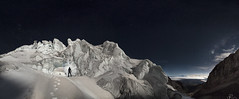 Entre sueos (Mr. CHILI) Tags: outdoor landscape mountain volcano volcan glaciar glacier night star estrellas noche alpinismo escalada ecuador summit portrait selfportrait panorama panoramic