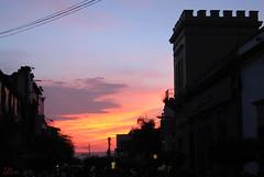 Atardecer de fantasa (supernova.gdl.mx) Tags: atardecer ocaso tarde cielo nube sol tlaquepaque silueta edificio arquitectura contraluz