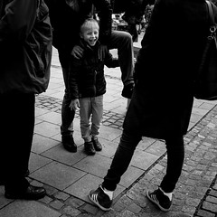 Daaad! Noo! (Frank Busch) Tags: street boy blackandwhite bw monochrome germany munich fun blackwhite dad streetphotography workshop thomasleuthard frankbusch wwwfrankbuschname photobyfrankbusch frankbuschphotography imagebyfrankbusch wwwfrankbuschphoto