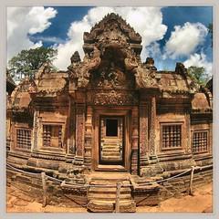 Banteay Srei, Angkor - Cambogia #lapatataingiacchettaincambogia (PatataInGiacca) Tags: instagramapp square squareformat iphoneography uploaded:by=instagram rise
