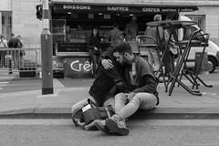 Etreinte (misterblue66) Tags: pride bruxelles brussels bn bw noiretblanc nb etreinte embrace friendly amiti amis friends