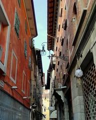 (Cristina Birri) Tags: udine palazzi friuli lampadari strada street