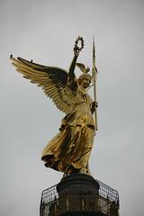 Siegessule (Columna de la Victoria) (andresrguez) Tags: siegessule victorycolumn berlin germany angel tiegarten goldelse prusia canoneos1000d sigma 18200