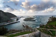 Aviles - Asturias ((( Cande ))) Tags: espaa paisajes canon mar asturias tokina aviles montaa granangular canon7d tokina1116