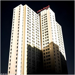 Life's Good 49 floors well why not (dumontet.gilles) Tags: life city roof urban money paris 6x6 architecture standing 35mm de happy la is good no dream jungle villa belle porte welcome 50 newlook  chapelle argent lifes reve nord hs est grazy vie bulding roi ascenseur tages reframed defi actionnaire capitaliste sonya7r