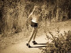 Adelantando al Sol. (Luicabe) Tags: persona mujer chica exterior gente camino luis humano zamora carrera cabello joven vegetacin correr femenino airelibre enazamorado luicabe tyarat1