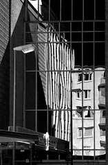 Black & White (JB Fotofan) Tags: city reflection architecture lumix blackwhite frankfurt haus architektur schwarzweiss reflektion fz1000 dmcfz1000