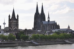 Le Rhin, l'glise romane St Martin et la cathdrale gothique, Cologne, Rhnanie du Nord-Westphalie, Allemagne. (byb64) Tags: city germany landscape deutschland town europa europe cathedral dom eu cologne ciudad paisaje kln cathdrale stadt alemania nrw colonia duomo reno paysage rhine landschaft rhein allemagne nordrheinwestfalen rheinland rhineland ville paesaggio rin germania citta ue northrhinewestphalia rfa rhin catedrala renania grossstmartin renaniadelnortewestfalia rhnaniedunordwestphalie rhnanie renaniasettentrionalevestfalia