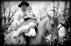 A todos os pais (Eduardo Amorim) Tags: gacho gachos gaucho gauchos pampa guria menina pi nia girl fille ragazza campanha pelotas costadoce riograndedosul brsil brasil sudamrica sdamerika suramrica amricadosul southamerica amriquedusud americameridionale amricadelsur americadelsud brazil eduardoamorim pilchas pilchasgauchas chapu boina cavalos caballos horses chevaux cavalli pferde caballo horse cheval cavallo pferd cavalo cavall tropilla tropilha herd tropillas tropilhas     crioulo criollo crioulos criollos cavalocrioulo cavaloscrioulos caballocriollo caballoscriollos