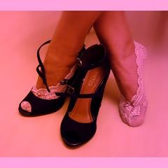Ps de anjo rendados PDA 9097 (asmocasquecosturam@gmail.com) Tags: feet foot shoe toes highheels lace lingerie footwear heels ps peep salto sandalia alto mules sandalias footsies chinelos renda tamancos lacesocks rendados footlingerie lacepeds
