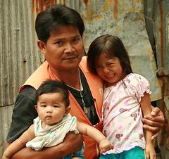 motorcycle taxi driver with children (the foreign photographer - ) Tags: motorcycle taxi driver two children khlong thanon portraits bangkhen bangkok thailand canon kiss 400d