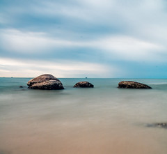 Minimalist Seascape (Romain Roellet) Tags: minimalist seascape landscape landscapes long exposure mare sea ocean exposures shutter slow dragging seascapes travel trip thailand asia digital blue rocks rock nature art water silky smooth waters
