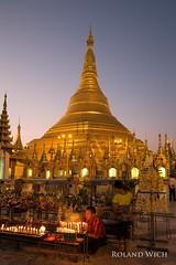 Yangon (Rolandito.) Tags: birmanie paya rangoon twilight dagon stupa shwedagon pagoda yangon shwe light burma gold dusk myanmar dawn birma golden lights birmania