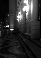 Prdio dos Correios, Niteri, RJ. (adomingosmartins) Tags: luzes noite arquitetura niteri riodejaneiro arquitecture