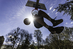 Slam (Pixtase) Tags: urban sun man france apple photoshop canon ball french soleil slam basket outdoor ballon sigma player 7d 1020mm extrieur franais nantes 44 homme dunk lightroom urbain panier photographe loireatlantique grandangle nantaise nantais basketeur