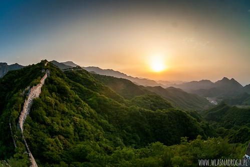 Wschód słońca widziany z Muru Chińskiego