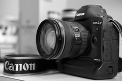 1DX II, The Beast (Diego Eidelman [ www.diegoeidelman.com ]) Tags: 1dxii canon eos fujifilm fuji fujinon xt1 xf35mmf2wr 2470mmf4lis camara camera body cuerpo fullframe diegoeidelmancom eidelmanfoto productphotography fotografiadeproducto bn byn bw monochromatic monocromarica blancoynegro lente lens objetivo canoneos1dxii
