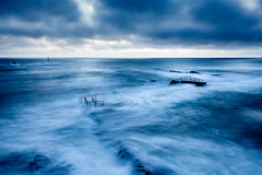 Blue Sea (Jan Altenschmidt) Tags: shoreline landscape sunset greatbritain canon longexposure langzeitbelichtung clouds beautifulsky beach ocean travelphotography 5dmarkii blue seascape bluehour cornwall marine england budestratton grosbritannien gbr