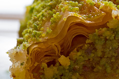 Baklava (Theo Bauhuis) Tags: baklava gebak turks turkisch sweet macro