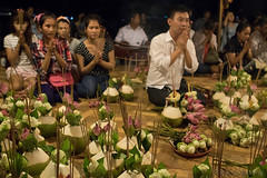 027-Cambodia (Beverly Houwing) Tags: night temple worship cambodia lotus coconut pray phnompenh incense chant