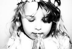 _DSC7266_1.psd (isabellechmiel1) Tags: portrait fille noiretblanc ange priere enfant elements