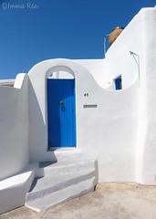 L'ingresso (nerei_de) Tags: panarea sole italy mediterranei sun blu summer architecture