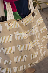 Saco Selvage XXL - LAS OVEJAS (owl_mania) Tags: original portugal bag sewing porto boto saco fabrics galo tecido tecidos algodo costura 2015 japanesefabric botes gales tecidojapons tecidosjaponeses tecidosportugueses owlmania sacoselvage sacoempatchwork