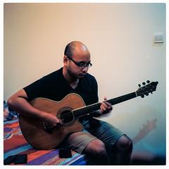 Bassist plays guitar (ngtrunganh.2105) Tags: film filmisnotdead 120 mediumformat rolleicordiv kodak ektar