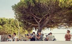 333/365 Abbagli (vipeurs) (darioseventy) Tags: paparazzi vip frenchriviera cotesazure costazzurra francia france summertime summer estate perplesso puzzled photographer photography fotografi fotografia shot scatti