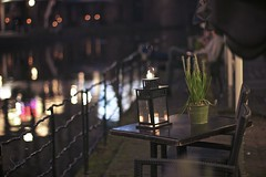 By the harbourside (sonia.sanre) Tags: fence verano summer table bokeh beautiful restaurant drinks noche night water orilla rio canal river harbourside harbour