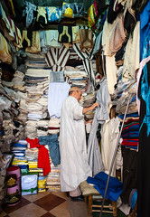 712 (fluxofpinkindian) Tags: africa summer hot travelling market northafrica muslim morocco arab marrakech resa marocko d700