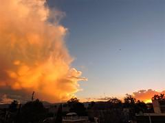 -Reto Nubes- Colosal nube (Alyaz7) Tags: sunset sky sun sol clouds buildings airplane landscape atardecer edificios paisaje cielo nubes avión méxicocity ciudaddeméxico nikonp600 pixlredit retonubes
