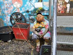 Tourist  in the Rosenthaler Hfe, Berlin (Beyond the grave) Tags: streetart berlin art statue germany deutschland tourist scheunenviertel rosenthalerhfe