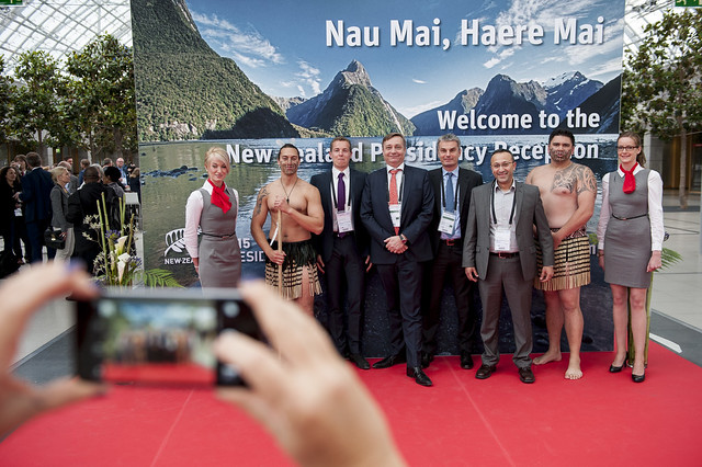 Bernd Fastenrath, Mika Rytkönen, Ogi Redzic and Ahmed Nasr pose with the Maori performers