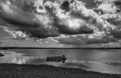 Lancha no Velho Chico (KakaR2R) Tags: blackandwhite bw rio clouds river landscape barco gray pb paisagem nuvens cinza pretoebranco baw riosãofrancisco sãofrancisco embarcação tonsdecinza velhochico
