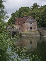 Mapledurham Watermill (www.forgottenheritage.co.uk) Tags: explore mapledurham mill watermill berkshire river thames pond house village reading trees green