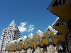 Kubuswoningen en het Potlood in Rotterdam (bies) Tags: houses netherlands architecture rotterdam blaak cube kubuswoning cubehouses