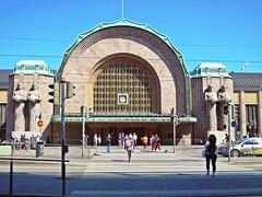 Helsinki station (Carlo Mirante) Tags: street travel people monument station canon photo helsinki monumento artdeco fotografia viaggi finlandia centrale s200 stazionetreni