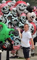 Hastings PirateDay 2016: Pirates are full of hot air ! (pg tips2) Tags: trader seller balloons skullncrossbones skulls skullandcrossbones hastings pirateday 2016